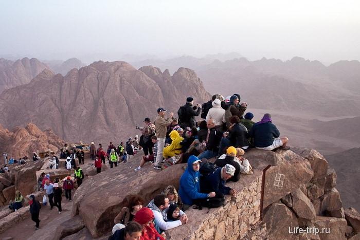 Гора Моисея (гора Синай). Все ждут восхода солнца.