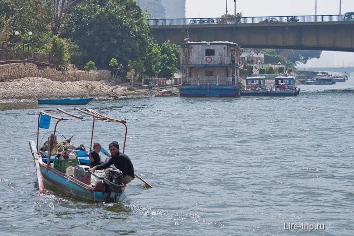 Река Нил. Семейство в плавучей квартире.