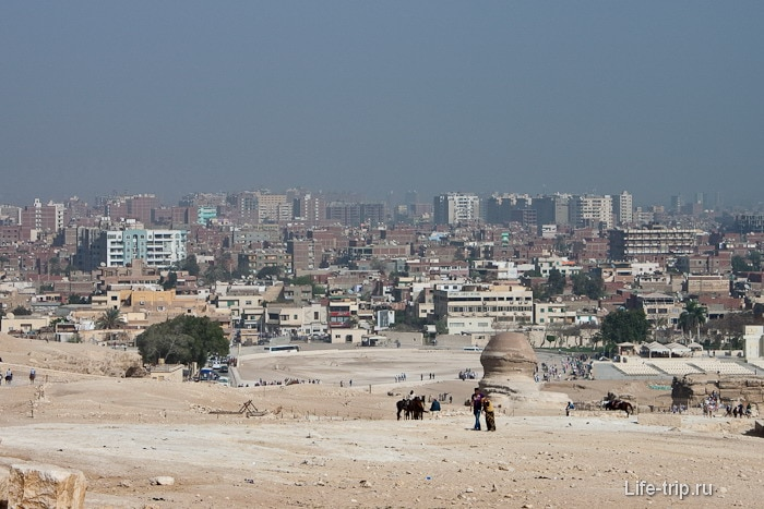 Вид на Каир с плато Гиза.