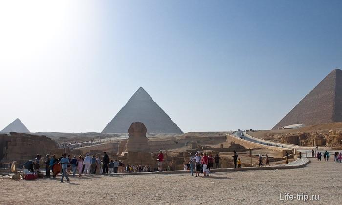 Древние пирамиды Египта и Большой Сфинкс.
