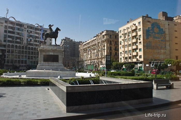 Каир фото. Площадь перед Египестким музеем.