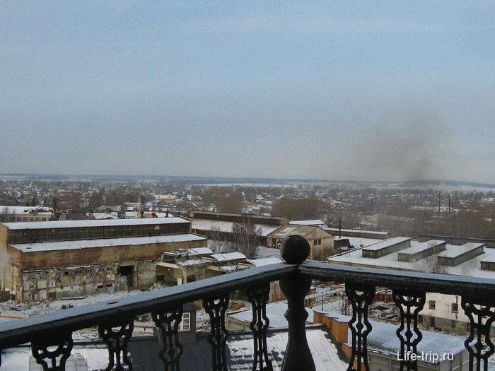 Вид на Невьянск с наклонной башни