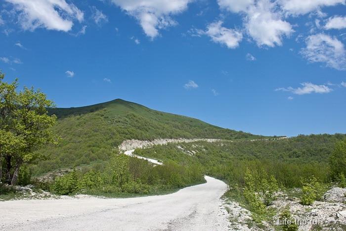 Военная дорога к Кавказскому хребту. Гора Геленджика.
