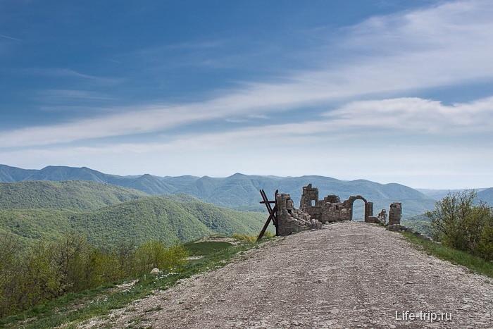 Декоративная крепость для съемок фильма Грозовые Ворота.