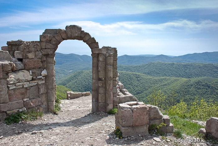 Крепость для съемок фильма Грозовые Ворота.
