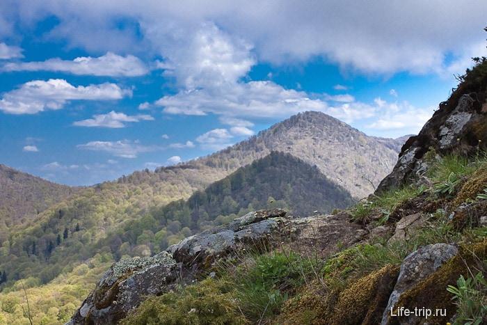Вид с одной из вершин горы Два брата.