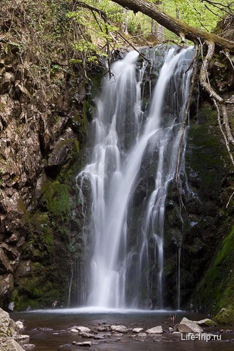 Водопад недалеко от г. Два Брата.