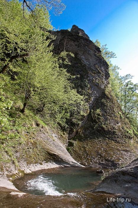 Водопад на Двубратском ручье.