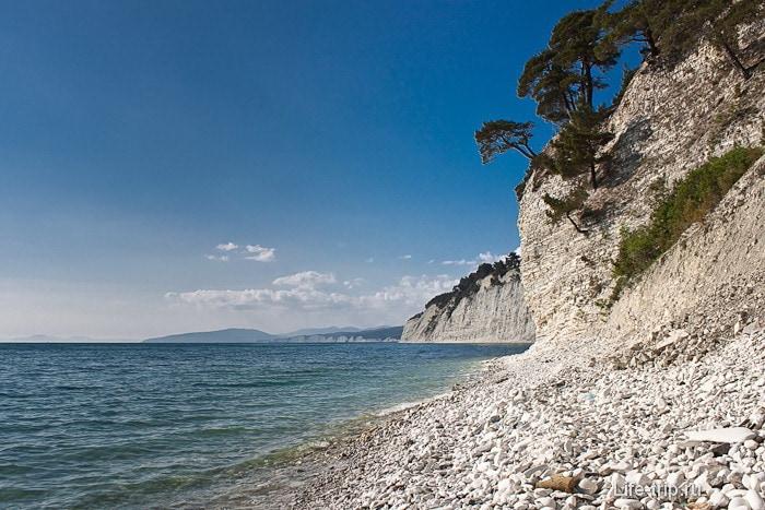 Дикий пляж между Джанхотом и Дивноморском. Кавказ. Геленджикский район.