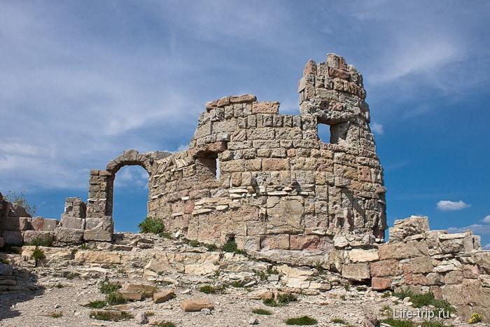 Крепость, где снимали фильм Грозовые Ворота. Геленджикский район.