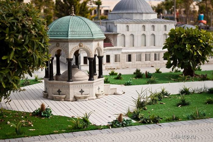 Макет фонтана в Мини-сити высотой 20 см.