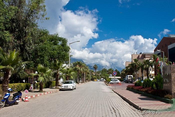Город Кемер. Курортная Турция. Улицы.
