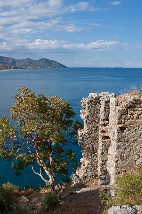 Вид с крепости на море.