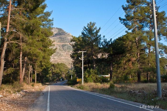 Дорога к развалинам города Олимпус.