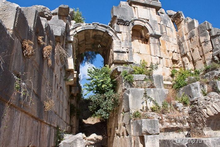 Своды амфитеатра в городе Мира. Турция.