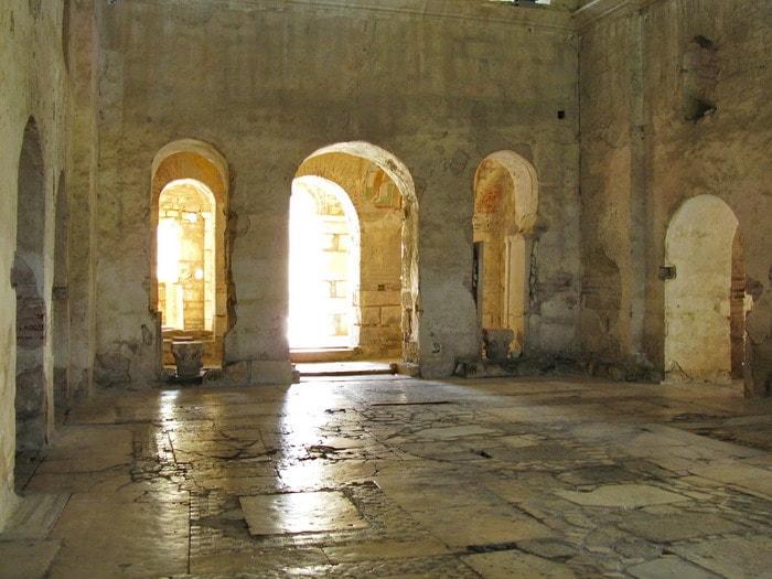 Внутри церкви Святого Николая Чудотворца.