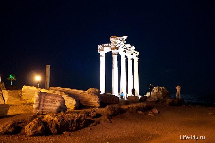 Остатки храмов Афины и Аполлона в городе Сиде.