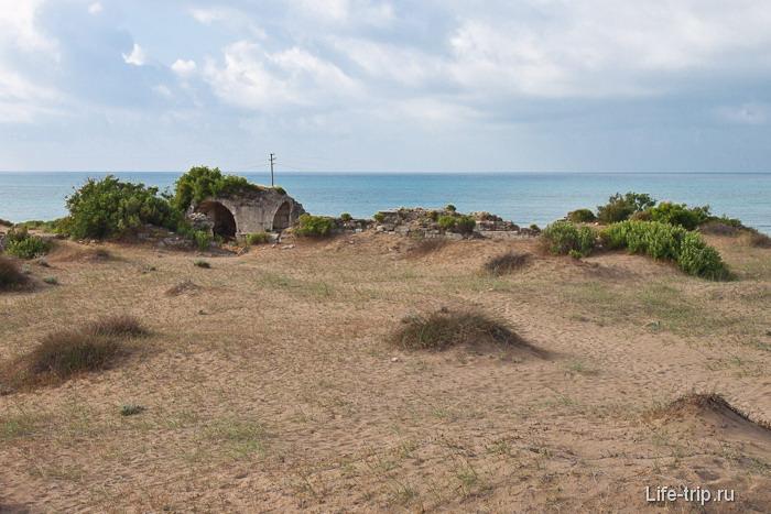Пляжи Сиде в Турции и развалины на них.