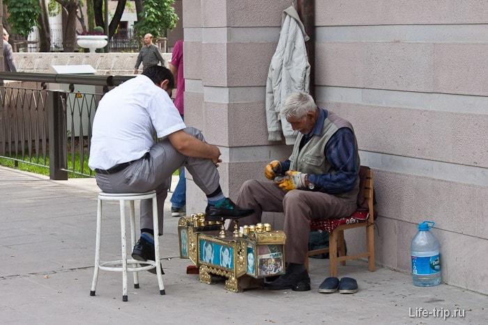 Чистильщик обуви в Анкаре.