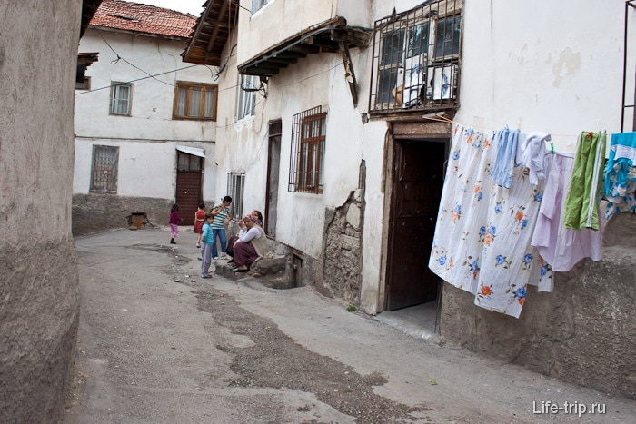 Внутри старого города Анкары.