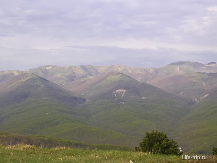 Вид на горы Геленджика с горы Нексис.