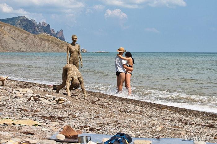 Нудисты в Лисьей бухте. Крым.