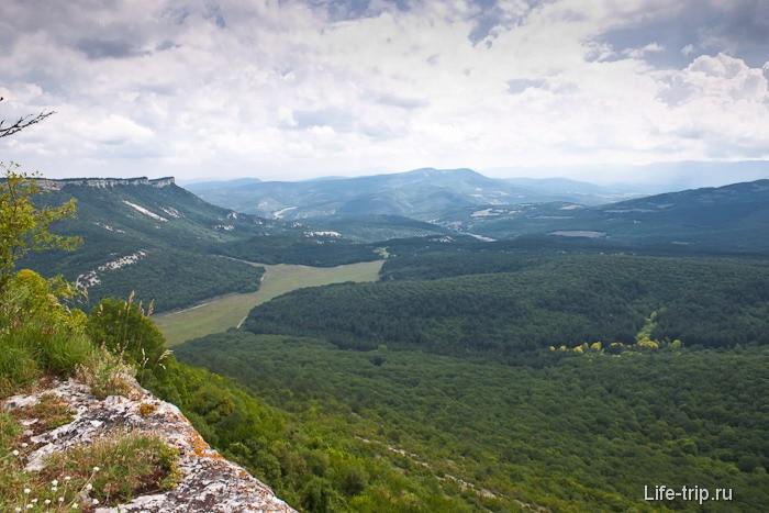 Вид с пещерного города Мангуп-Кале. Крым.