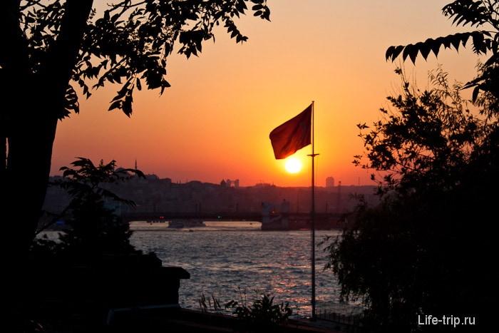 Флаг в Стамбуле.