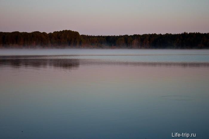 Раннее утро на озере Волго. Полная тишина.