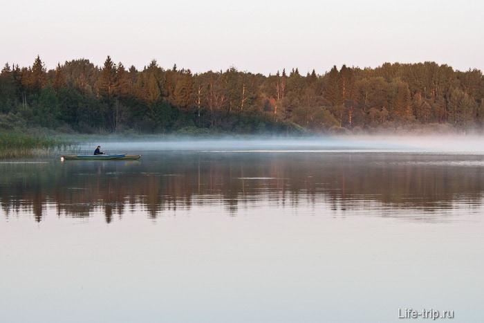 Раннее утро на озере Волго.