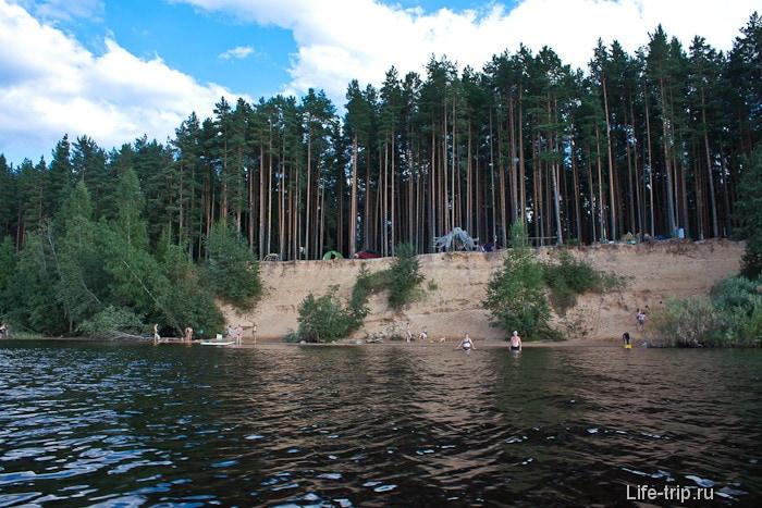 Высокий берег около серф лагеря Волго.