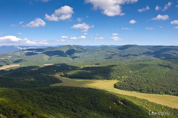 Вид со скал Юзык-Хая. Крым.