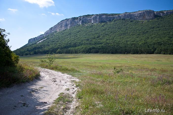Вид на скалы Юзык-Хая. Крым.