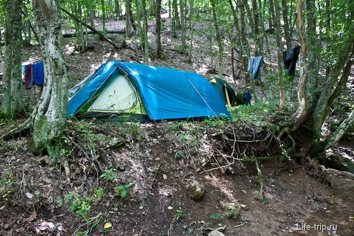 Отдых с палаткой на природе