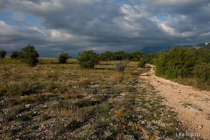 Вид с хребта Кордон-Баир. Крым.