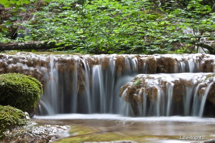 Около водопада Серебряные струи в Крыму
