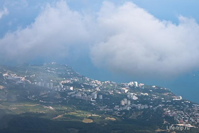 Ялта в облаках. Крым.