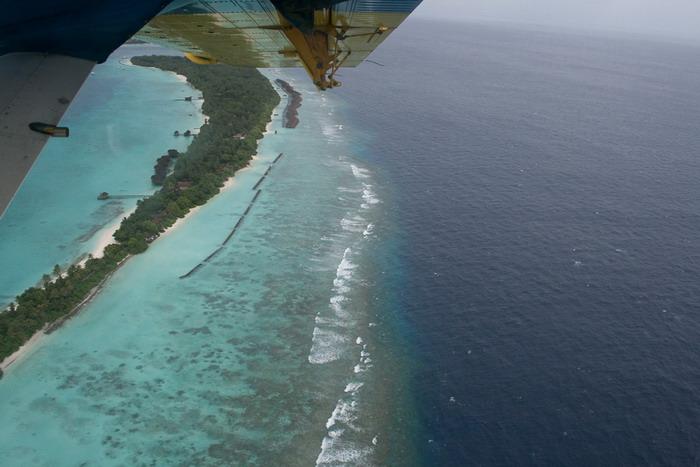 Над Мальдивами на гидросамолете.