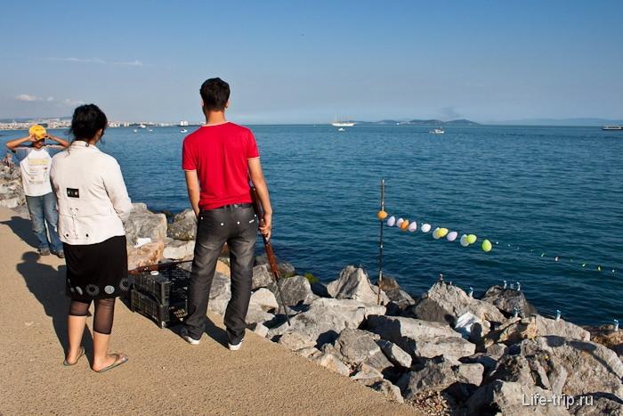 Тир на берегу Мраморного моря. Стамбул.