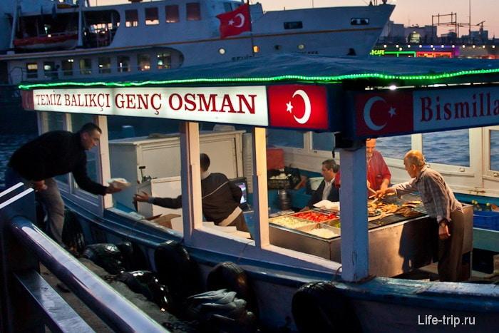 Плавучий макдональдс. Турция.
