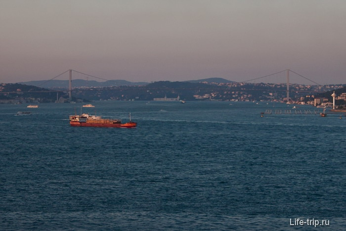 Закат на проливе Босфор. Стамбул.