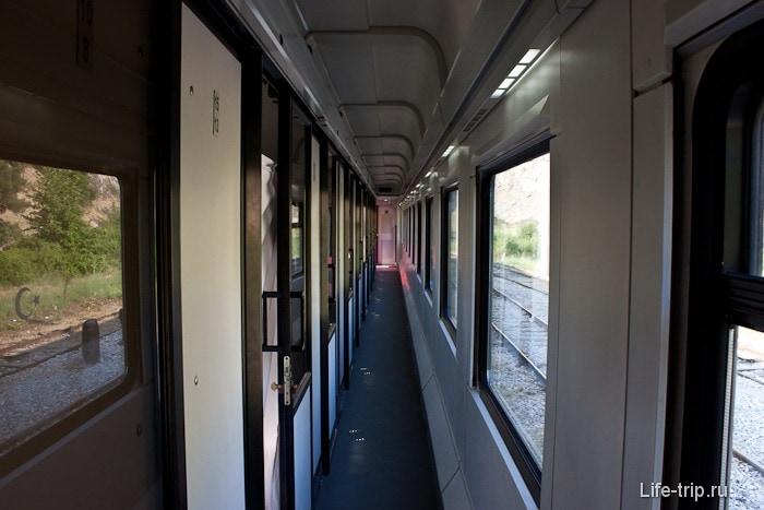 Корридор внутри вагона.