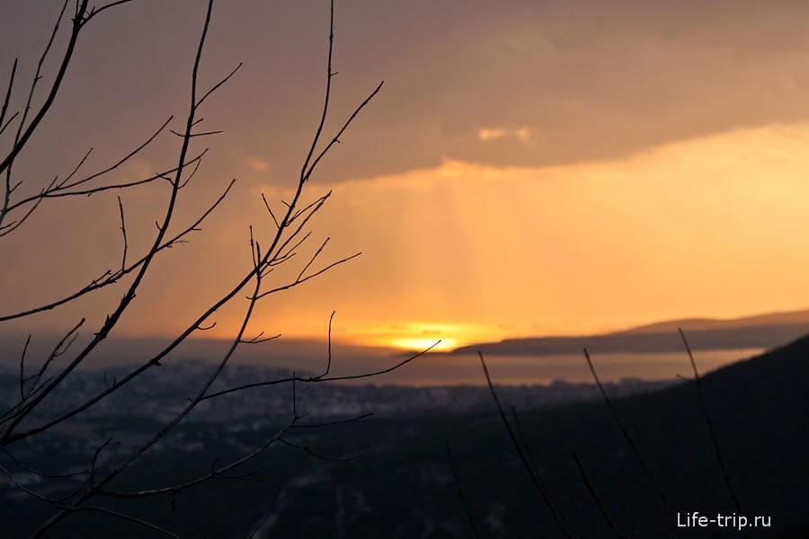 Закат на горе Нексис