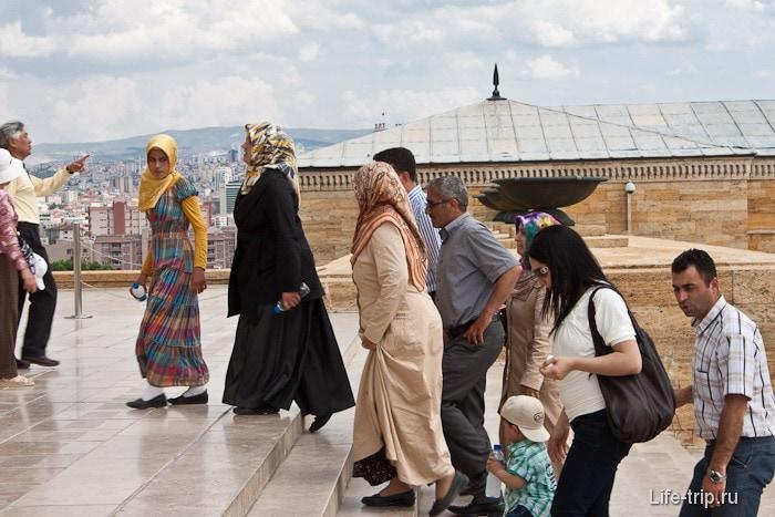 Типичное турецкое семейство.