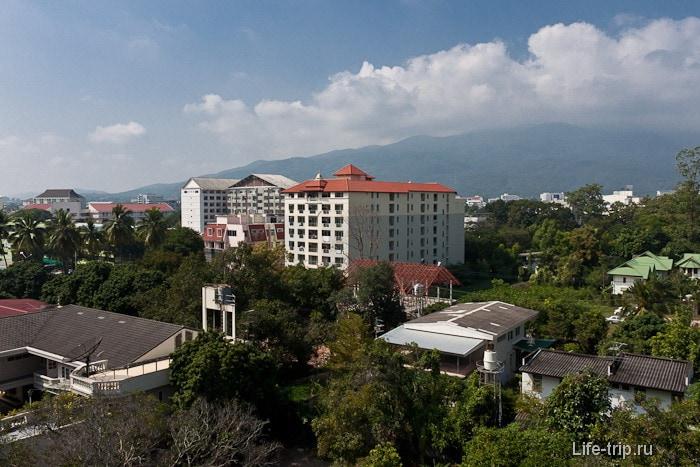 Вид из окна на Чиангмай