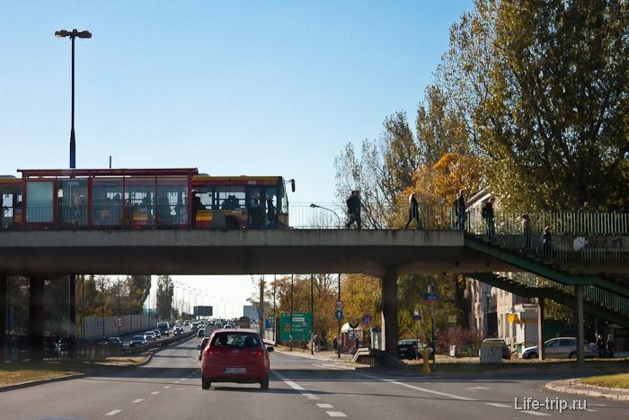 В Польше бывают остановки прямо на мосту