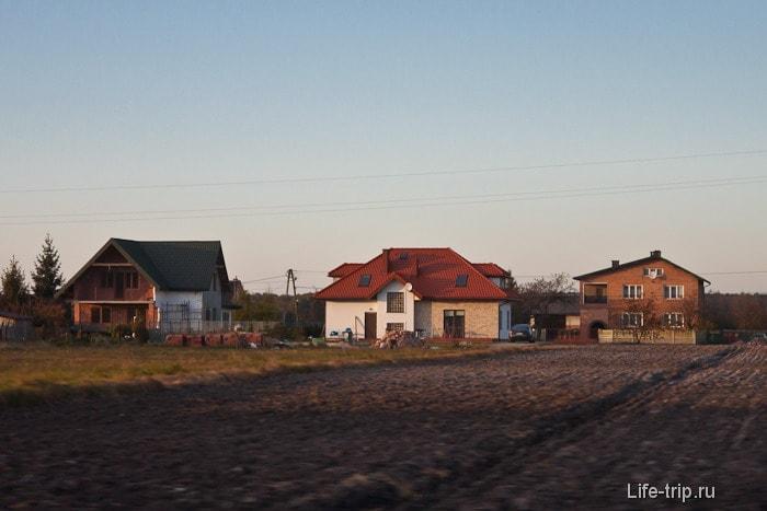 В пригородах Польши в большинстве своем домики ухоженые и аккуратные.