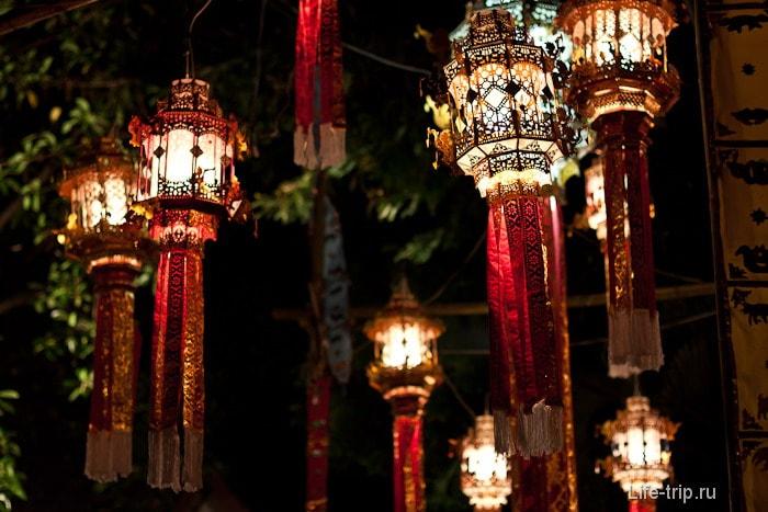 Фонарики около буддийского храма
