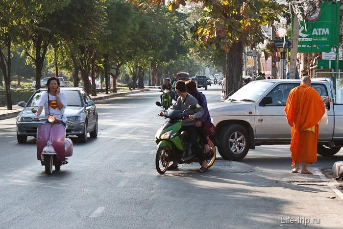 По улицам ездят супермены и ходят святые монахи