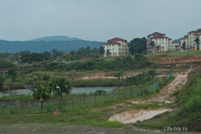 Виды из окна на Малайзию по дороге в Куала-Лумпур